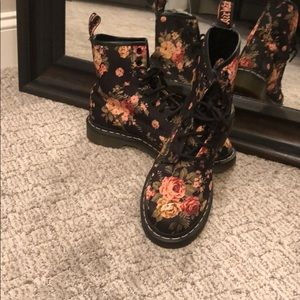 Dr.Martens Floral Boots